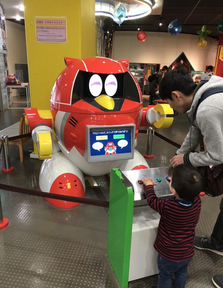児童館の入り口のロボットの写真