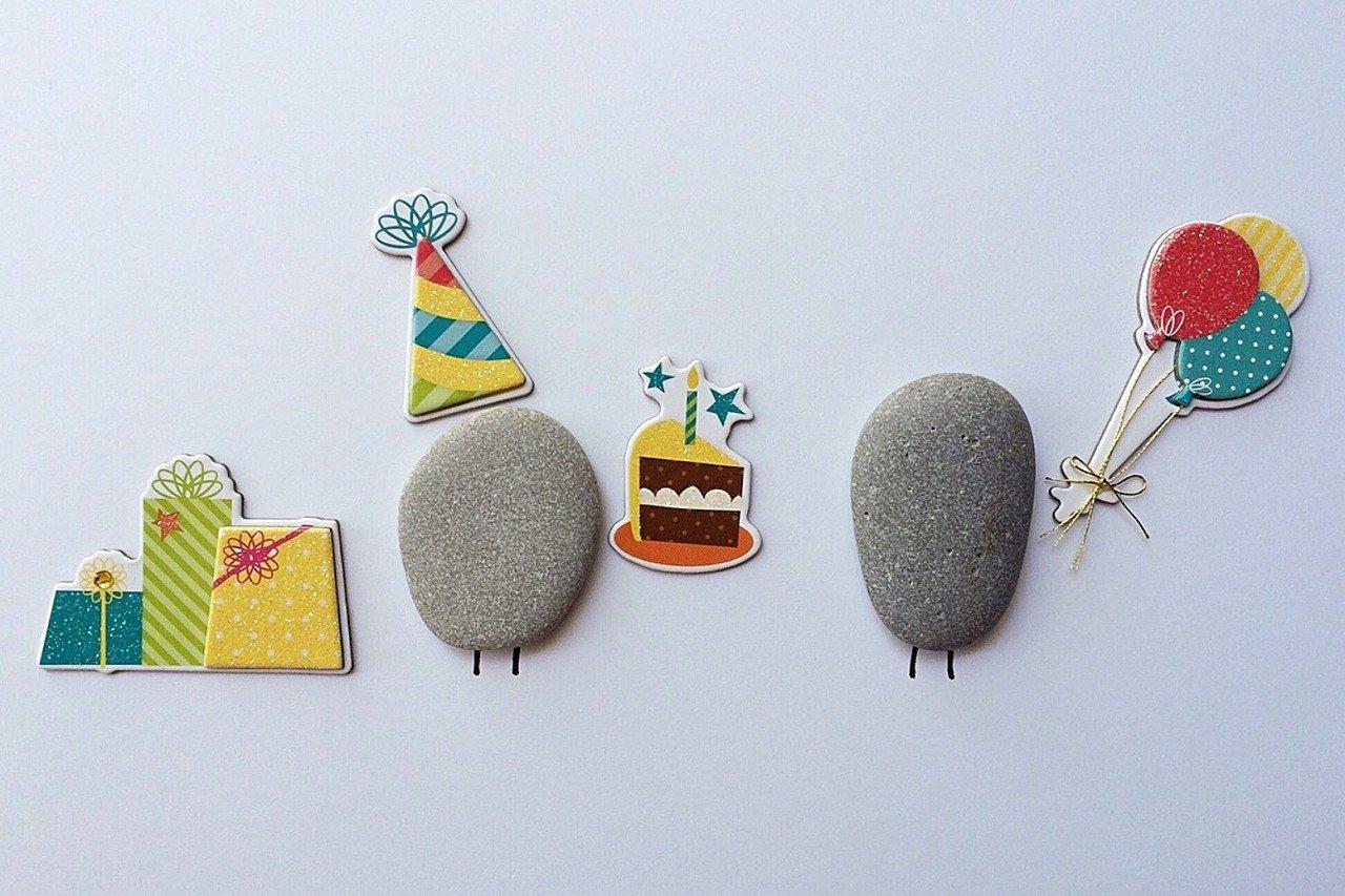 誕生日を祝っているイメージ図