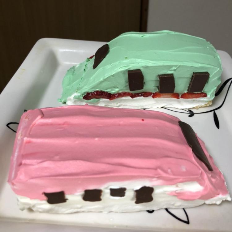 はやぶさとこまちのケーキ完成
